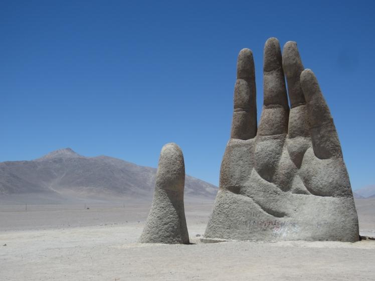 Mano_Deserto_Cile