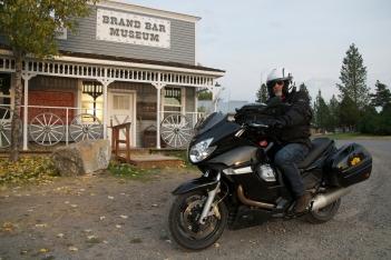 Come racconta Tiziano Cantatore, essere parchi con il bagaglio è una virtù del turista in moto