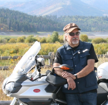 Tiziano Cantatore, direttore di Mototurismo, in un viaggio in Montana