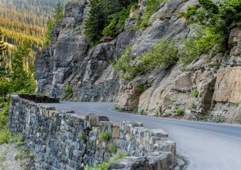 Lo spettacolare percorso della Going-to-the-Sun Road nel Glacier Park, Montana